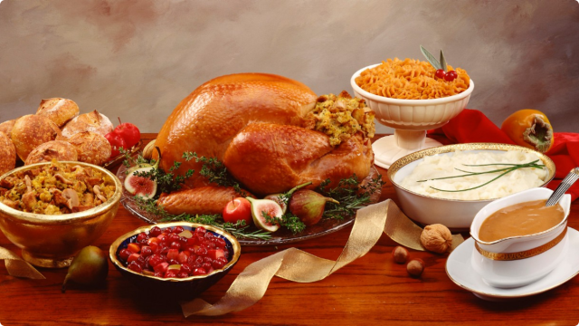 112012-health-thanksgiving-dinner-turkey-table-family-holidays-jpg