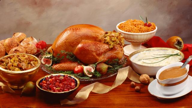 112012-health-thanksgiving-dinner-turkey-table-family-holidays-jpg